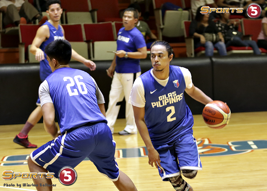 7S1A3410 Terrence Romeo does drills under the watchful eye of Coach Chot Reyes