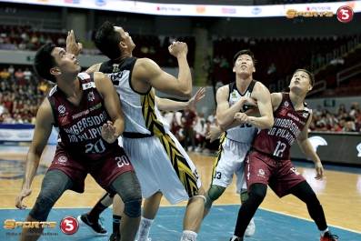 Battle of the Boards with UP's Jerson Prado and Jarrell Lim vs UST's Jeepy Faundo and Zach Huang