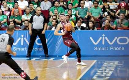 _S1A5964 Robert Ricafort keeps the ball in play