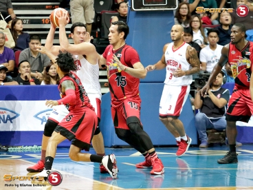 _S1A6971 Bigs Greg Slaughter and June Mar Fajardo battle in the paint while Chris Ross tries to steal the ball