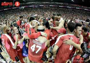 _P2A8410 Jayjay Helterbrand celebrates a championship in what may be his last PBA season