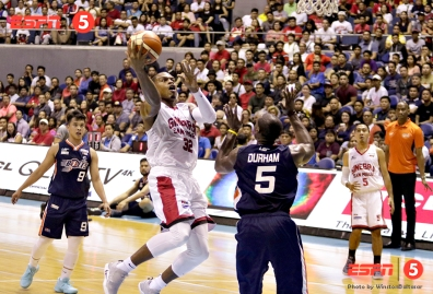 _S1A8688 Ginebra's Justin Brownlee lays it in over Meralco's Allen Durham