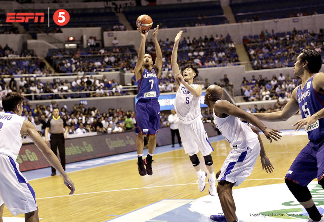 _P2A9862 Jayson Castro with a short stab