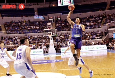 Kiefer Ravena with a running floater