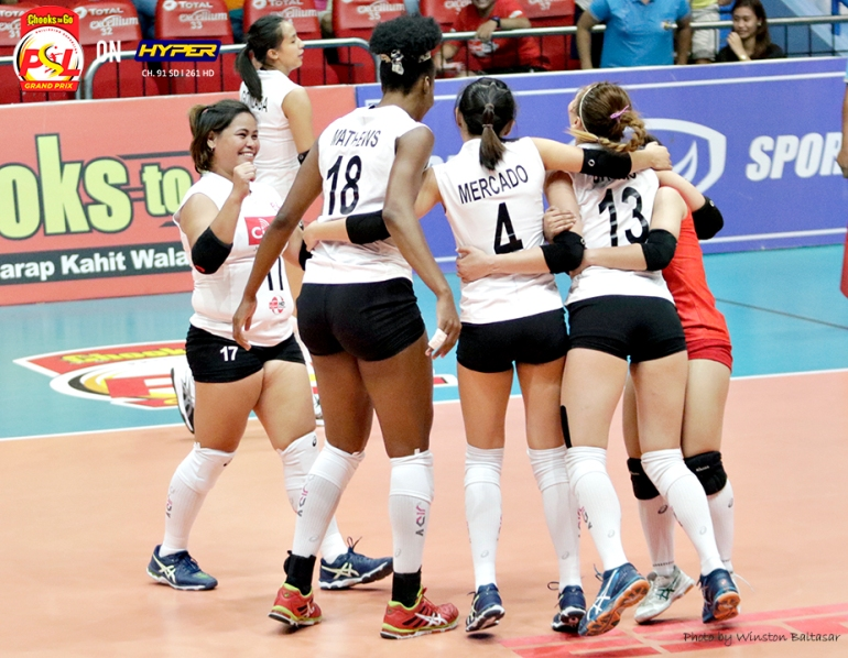 _S1A4335 Cignal setter Chi Saet celebrates a point with her team