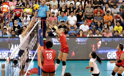_S1A7093 Cignal's Jovelyn Gonzaga tips the ball over the Iriga defenders