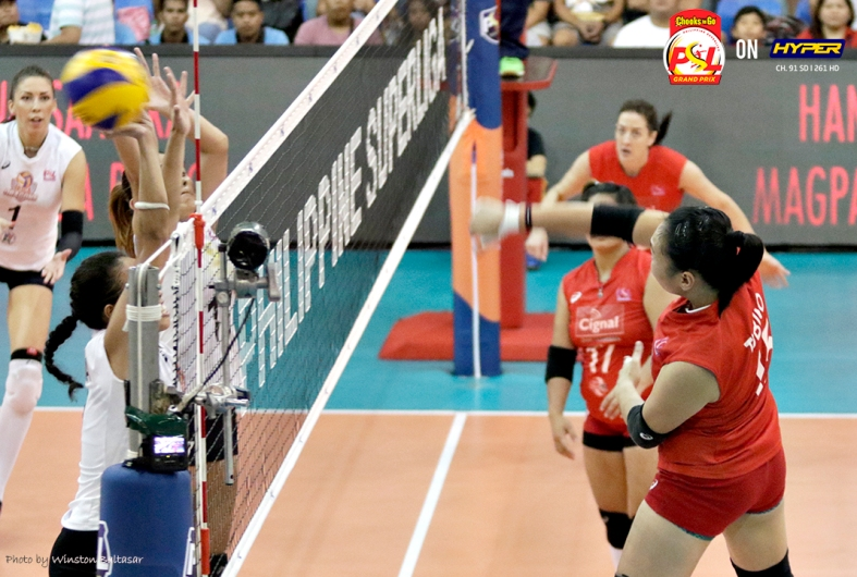 _S1A7145 Cignal's Honey Royse Tubino smashes the ball through the Iriga defenders