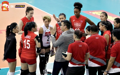 _S1A7166 Cignal Coach George Pascua with animated instructions during a time-out