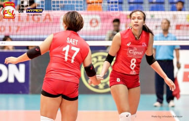 _S1A7538 Cignal's Jovelyn Gonzaga slaps five with setter Chie Saet