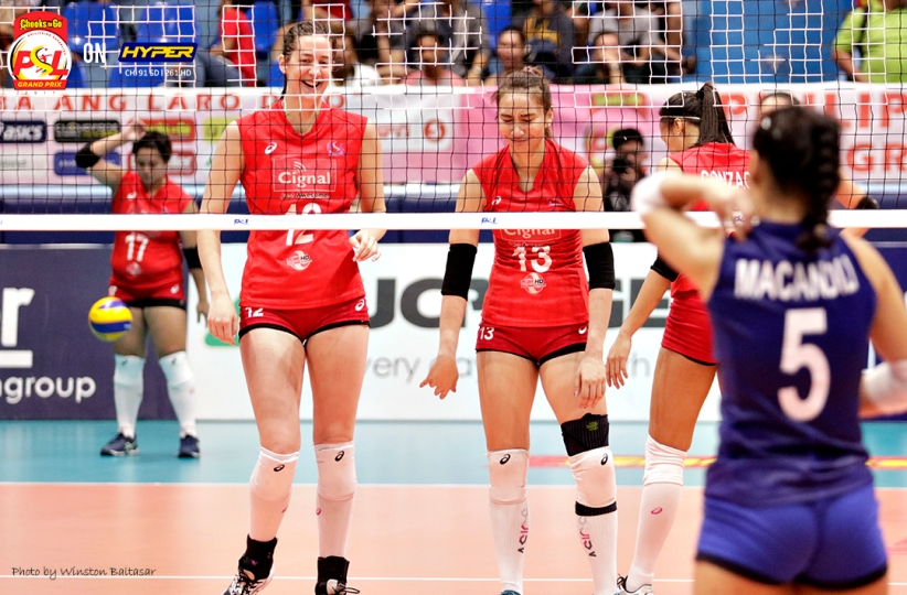 _S1A7589 Beth Carey and Rachel Anne Daquis share a light moment
