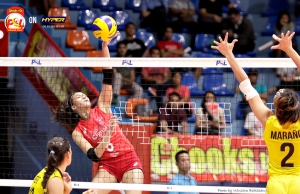 _S1A7628 Cignal's Jovelyn Gonzaga with a perfectly timed spike