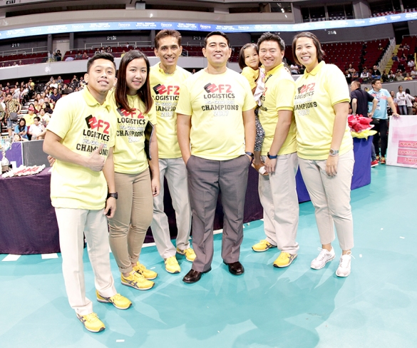 _P2A0852 Coach Ramil de Jesus with assitant coaches and mgmt