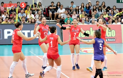 _S1A4238 Petron Blaze Spikers celebrate a point